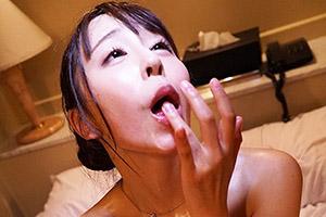 宝生リリー ザーメン大好き巨乳女子大生の過激な連続ごっくん飲精プレイ!