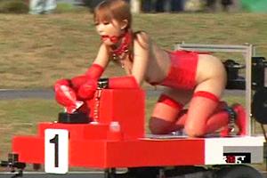 小澤マリア 成瀬心美 猥褻マシンに乗った美女たちがディルドや電マの刺激に耐えながらゴールを目指す