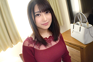 【シロウトTV】綺麗な顔立ちの美容部員がGカップ巨乳を揺らして爆イキ!