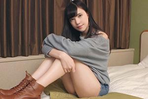【シロウトTV】クールな佇まいの美少女(19)が硬いデカチンでイキ狂う!
