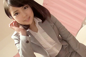 ビシッと決めたスーツが似合う美人広報担当が仕事帰りにAVデビュー!!若菜(23)