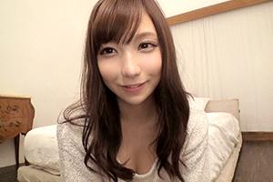 清楚に見えてお股ユルユルのパイパン美人女子大生(20)