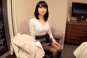 番組の取材と騙したクラブの美人店員をホテルに連れ込みAV撮影。はるか(25)