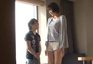 「毎日バナナ食べたらこんなに大きくなりました」身長差30cm! 青山沙希