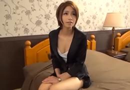 【素人】仕事のストレスを昼休みのAV出演で発散する美人事務員