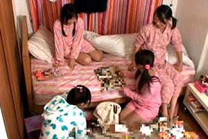 妹の部屋に女の子がいっぱい泊まりにきた。お兄さんと一緒に(性の)勉強しよう