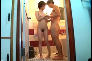 【個人撮影】貞淑な人妻が、夫の留守中に自分の中出しされるところを…