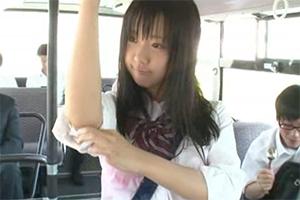 【葉山美空】バスに乗った瞬間、身体が硬直!→すると突然、天井からとんでもないものが降ってきた・・・