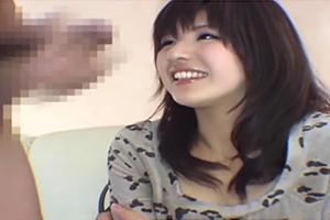 【伊東麻央】センズリに興味深々な笑顔が可愛い女子大生(20)にオナニー見せつけた結果