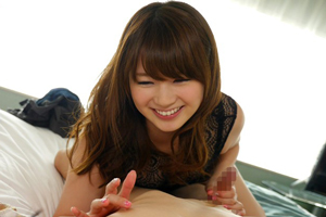 西川ゆい が大人の魅力を身にまとって少年にセックスを卑猥に手ほどき。