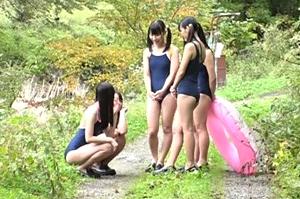 ド田舎の川辺で遊んでたスクール水着の女の子達が怪しいオジサンに声をかけられ…