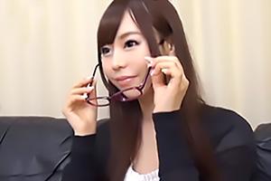 【素人ナンパ】メガネをした高学歴の女子大生に無許可で中出し!