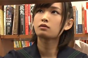 【衝撃】真面目なJKが図書館で勉強しすぎてウトウトしていたら…