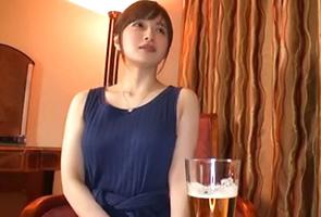 新山沙弥 いつもは清楚な人妻がエロい格好で一夜限りの不倫ハメ撮り