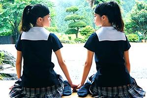 【史上初】本物双子のダブル処女喪失。日本のAVはここまで来た…(動画あり)