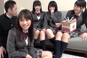 【素人ナンパ】名門私立の女子校生たちが童貞くんと人生初の王様ゲーム