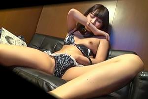【個人撮影】マン喫の同人誌でオナニーを始めたアイドル級美少女
