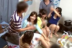 【素人】サークルの宅飲みで女の子たちをベロベロに酔わせて王様ゲーム!