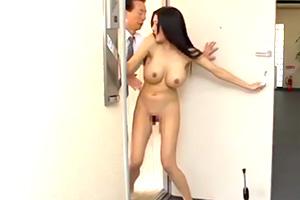市来美保「テメェ、出てけよ!」夫婦喧嘩で全裸で追い出された巨乳妻の悲劇・・・