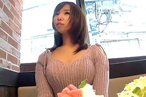 【素人ナンパ】おっぱい凄いな。喫茶店の巨乳ウェイトレス