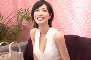 【素人ナンパ】容姿端麗、Gカップ巨乳。芸能人顔負けのセレブ妻が童貞筆下ろし!