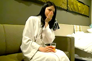 【個人撮影】男が夢中になる締まりマンコと可愛い少女のような乳首
