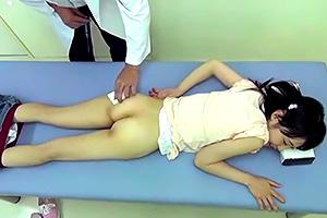 これはダメなやつ…。注射で眠らせてロリ少女にレイプ