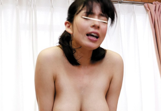 むっちり爆乳なおばさんが若いチンポにがっつき騎乗位!!