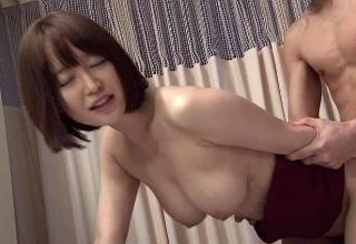 【篠田ゆう】旦那のお見舞いに来た美乳妻。こっそりエッチするも中折れしちゃう旦那とそれを見ていた隣の患者さんww