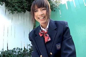 ハニカム笑顔が可愛いチアリーディング部の美少女と…