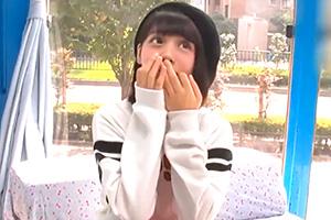 【マジックミラー号】10代美少女が絶倫男の激ピストンでエビ反りイキ!