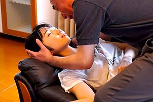 今村加奈子 隣人のおっさんに薬を盛られてレイプされる美少女…