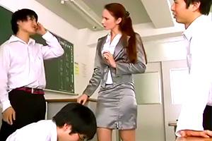 セックス先進国から来た英語教師が生徒と肉体関係を持っていると疑われて…
