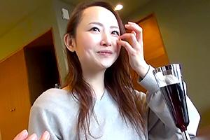 藤井麻未 色白で綺麗な美女と温泉旅行。これが熟女AV女優のプライベートの素顔