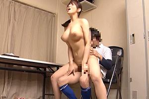 三島奈津子 ショタちんぽに突かれてイキまくる爆乳ファミレス店員