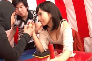 最高賞金100万円!巨乳美女がセクハラ腕相撲大会で悶絶する!
