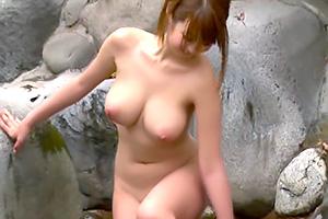 北川瞳 ムチムチボディたまんねぇ…。巨乳美女が男湯に乱入して逆ナンパ!