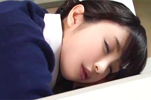 白衣の天使を犯す。夜勤の疲れで居眠りする美人ナースを痴漢して…