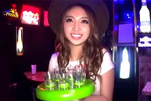 琴音ありさ 酔客で賑わう新宿のバーで巨乳テキーラガールと店内ナマ中出し!
