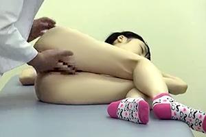 診察室で睡眠薬を使われて性的イタズラをされるロリ少女