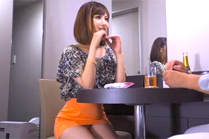 【素人ナンパ】オレンジのミニスカがエロい。川崎の美女と中出しハメ撮り!
