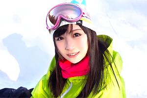 松岡玲奈 友達とスノボ旅行に来てた神カワ美少女をナンパしてAV撮影