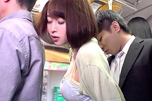 篠田ゆう 満員バスで巨乳ミニスカの人妻がカラダを密着させてくるんだが…