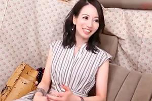 【素人】白い肌が美しい古風な人妻を口説いてカーセックス!