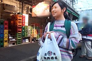 【築地ナンパ】インタビューと騙した東京旅行中のパイパン美少女とのSEX動画