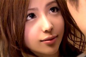 佐々木恋海 色っぽい目で見つめてくる彼女の友人とバレないように浮気SEX!