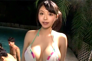 【素人ナンパ】巨乳美女が溶ける水着でウォータースライダー逆走に挑戦!