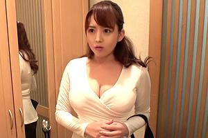 三島奈津子 家族に内緒でデリヘル嬢やってる巨乳従姉を指名してハメる!
