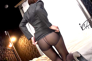 【素人】スーツ越しに覗く胸元!黒スト美脚!お綺麗なOLにぶち込みてぇ…