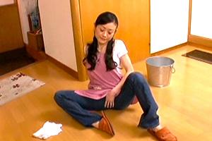 【熟女】松田久美子 無類の少年好きの人妻が自宅に男の子を連れ込んで…